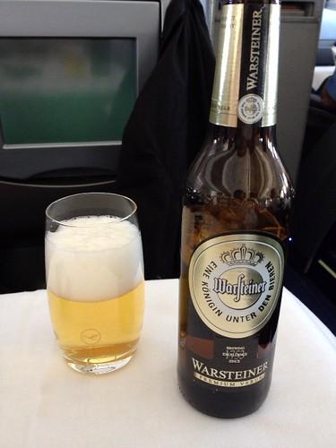 飛行機でビール♪