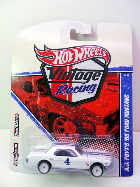 hot wheels vintage racing a.j. foyt's '65 ford mustang (1)