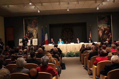 ITALIA BENI CULTURALI: WASHINGTON D.C. (USA) – I CARABINIERI RECUPERANO AL PATRIMONIO CULTURALE ITALIANO 7 OPERE D'ARTE. MIBAC (27/04/2012).  by Martin G. Conde