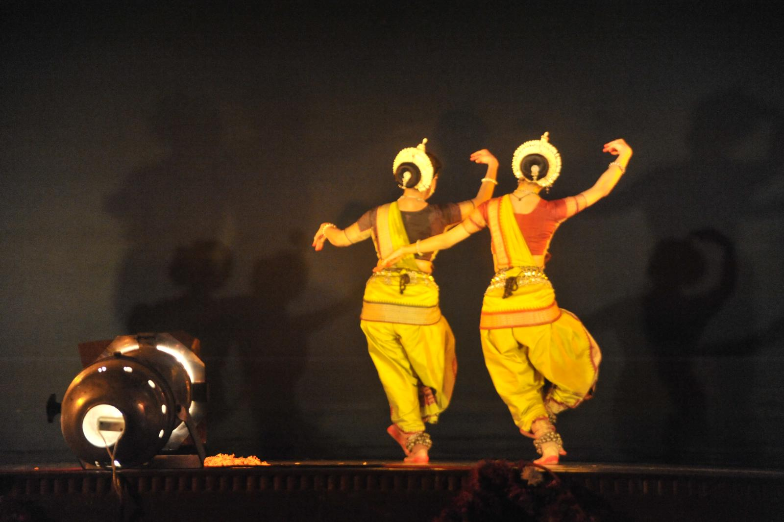 Madhavi Mudgal and Arushi Mudgal, Pallavi