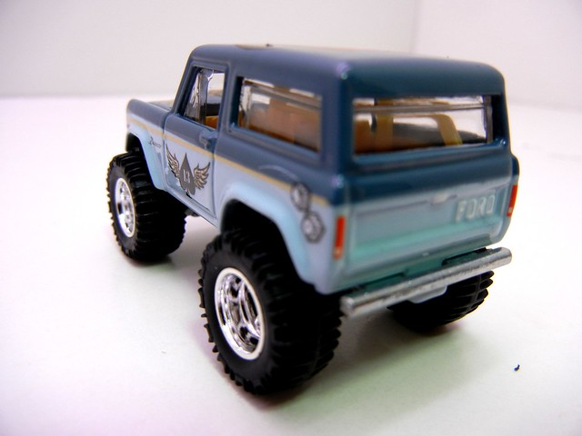 hot wheels nostalgia pin ups '67 ford bronco (6)