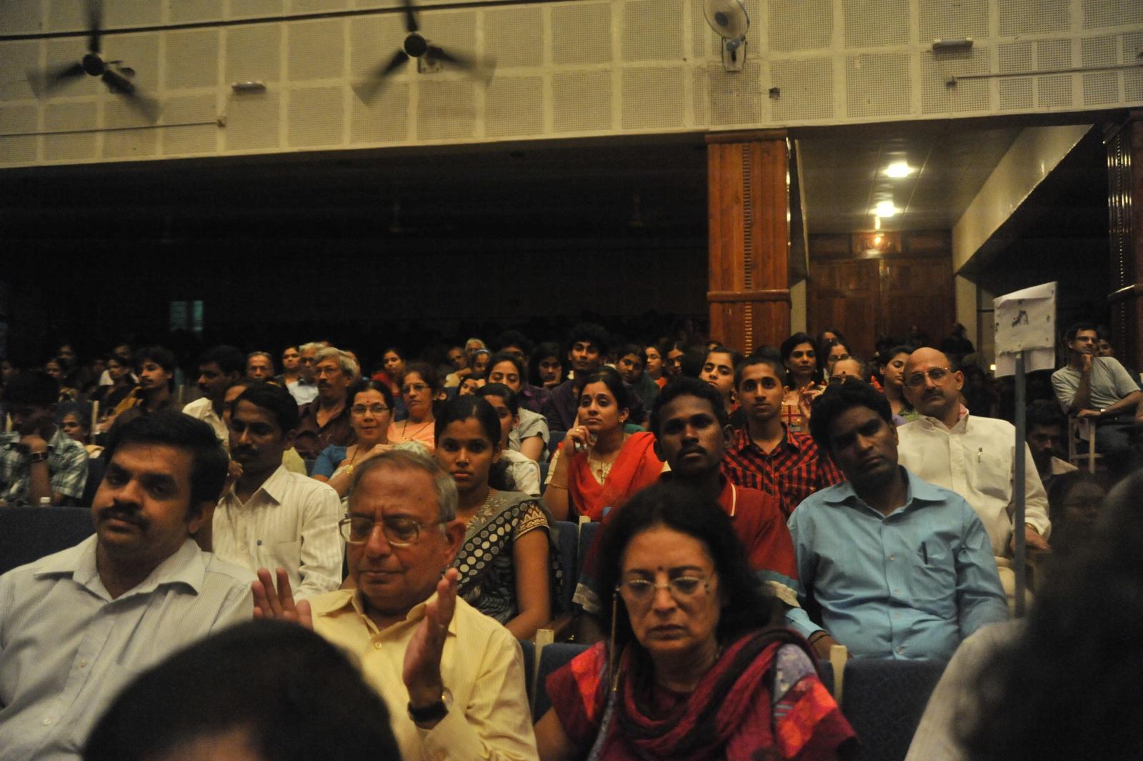 crowd in a trance, T V Sankaranarayanan, Carnatic Vocal