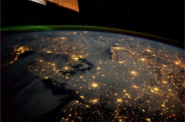 Denemarken, met Copenhagen, Noorwegen, met Oslo, Zweden met Stockholm in de verte, Noord-Duitsland en verder. En de Aurora Borealis natuurlijk.