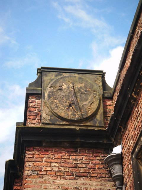 Sundials, Sir William Turners Almshouse