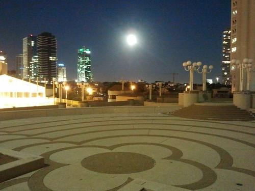 כיכר השעות היפות לעת ערב