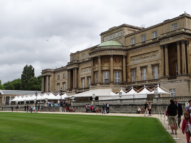 Buckingham Palace from the Gardens: Photo by Gary Bembridge http://www.youtube.com/tipsfortravellers