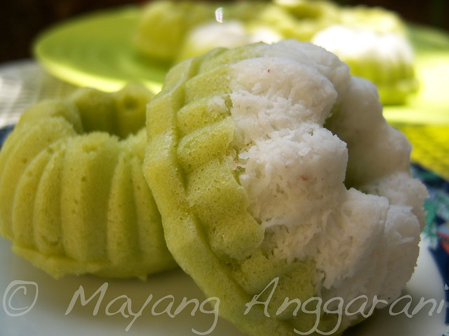 Putu Mayang (polos dan bermahkota)