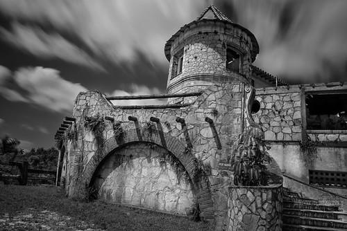 Castillo en las nubes by Rey Cuba