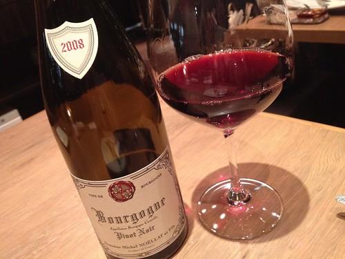 赤ワインもいただく。ブルゴーニュかな。Oysterbar&Wine BELON (オイスターバー&ワイン ブロン)