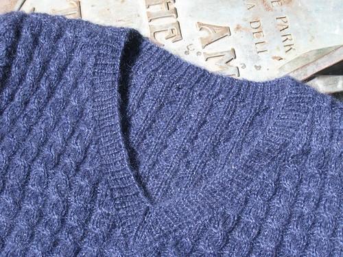 2012_03_02_Sweater-Girl-Pullover_f_neckline