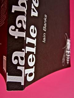 Iain Banks, La fabbrica delle vespe, Meridiano Zero 2012. Progetto grafico: Meat collettivo grafico; realizz. graf.: Nicolas Campagnari. Dorso, copertina (part.), 5