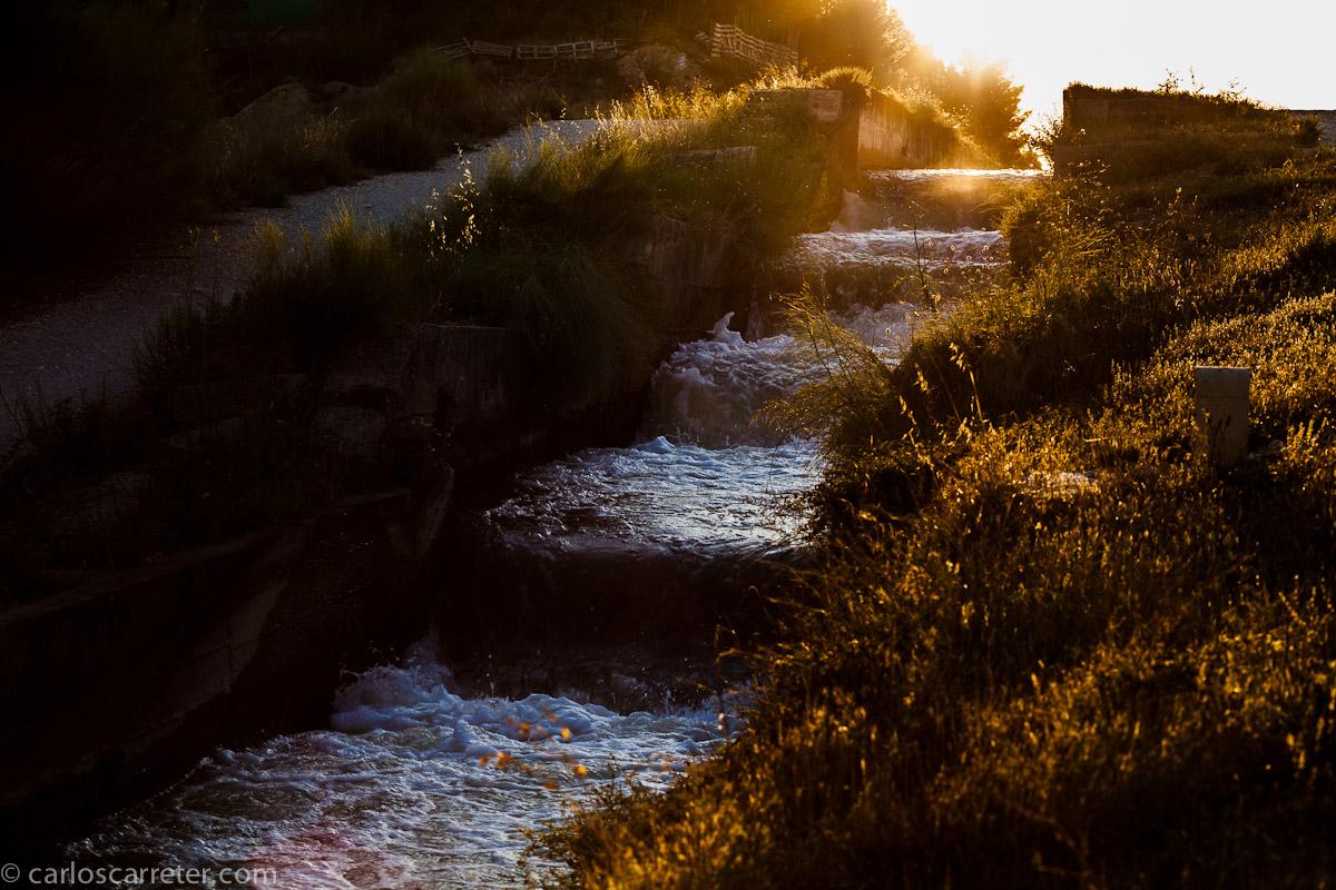 Canal tras las esclusas de Valdegurriana