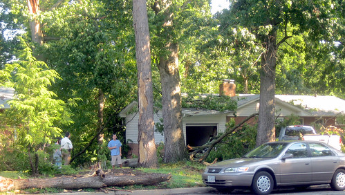 20120630 0802 - storm damage while yardsaleing - tree fell on house, truck - IMG_4507