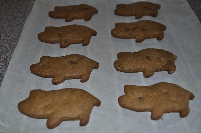 2012-06-23 Gingerbread piggies 1