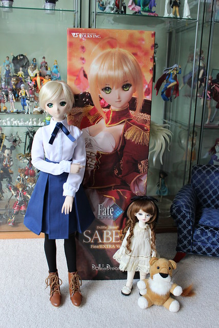 Lily & Lareine check out Saber Alter's box