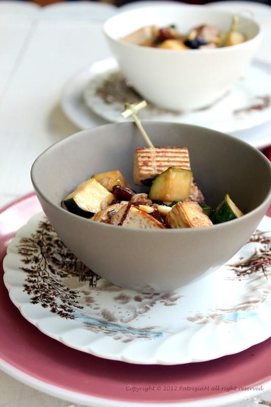 Zucchine e tofu con salsa di soia e zenzero