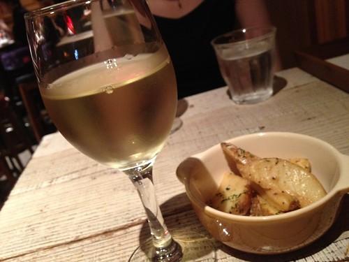 最初は白ワイン。アウラト@渋谷ワイン酒場