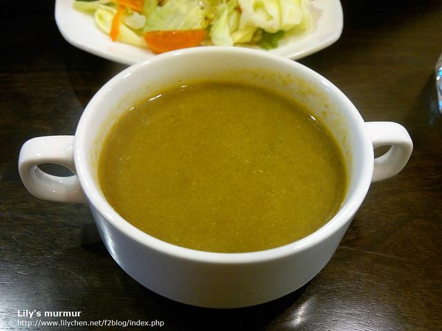 每日的例湯~忘記是什麼口味了,味道還濃郁的。