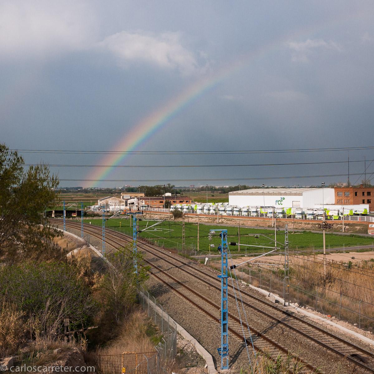 Arco iris sobre las vías