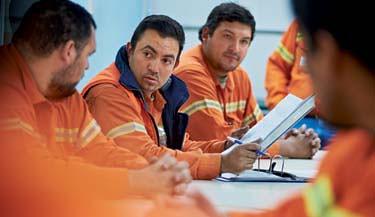 En 2011 hemos dictado 92.698 horas de capacitación para brindar oportunidades de crecimiento profesional, que mejoran la competitividad de nuestros recursos humanos.