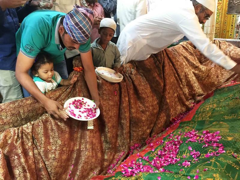 City Moment – The Sufi Feminist's Rebellion, Hazrat Nizamuddin Auliya's Tomb