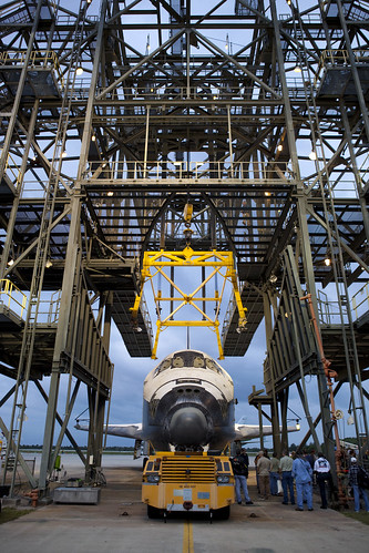 Discovery Ready For Mate-Demate Device (KSC-2012-2107)