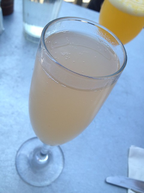 White peach bellini - Universal Cafe