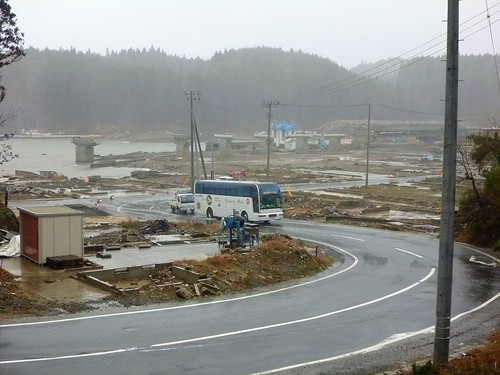宮城県南三陸町で瓦礫撤去ボランティア(レーベン号) Volunteer at Minamisanrikucho, Miyagi pref. Entire town destroyed by the tsunami of Great East Japan Earthquake