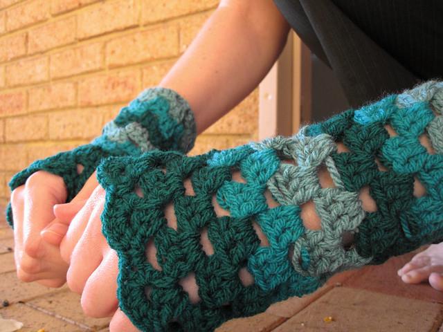 Crochet fingerless gloves FO