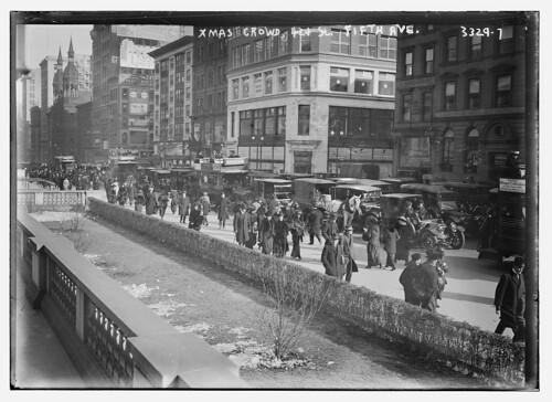 Xmas crowd -- 5th Ave. (LOC)