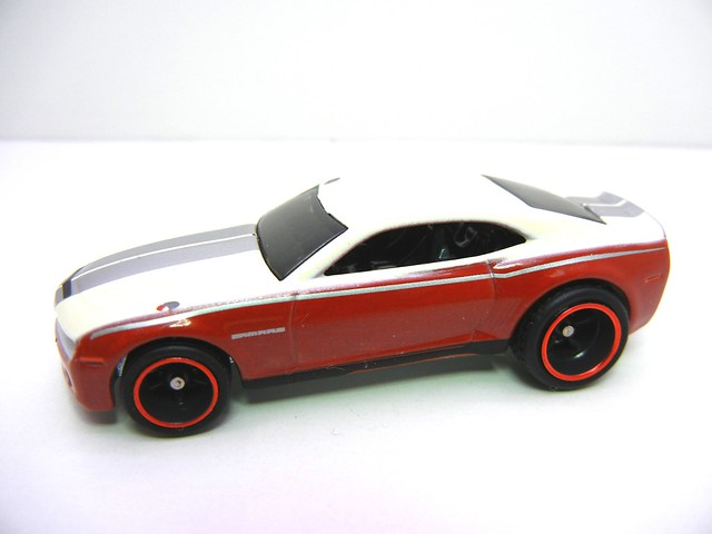 HOT WHEELS BOULEVARD CHEVY CAMARO CONCEPT (2)