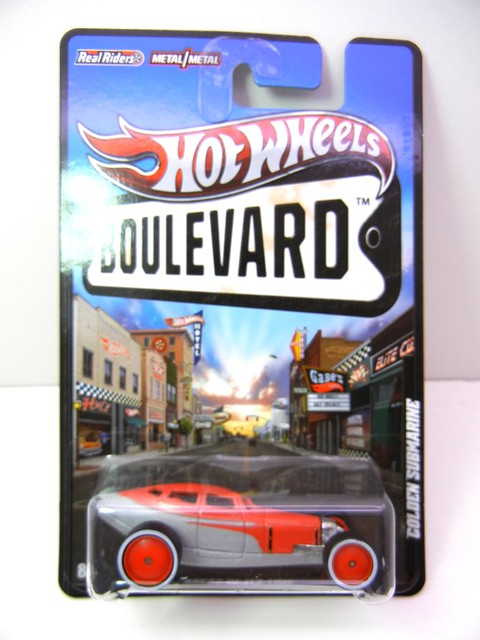 hot wheels boulevard golden submarine (1)