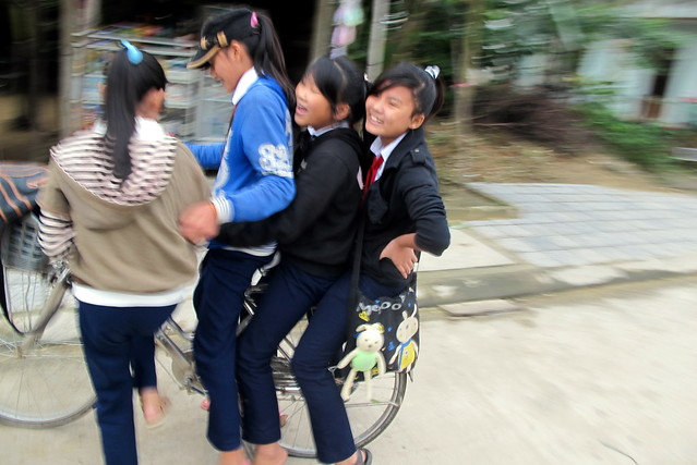 4 Girls, 1 Bike