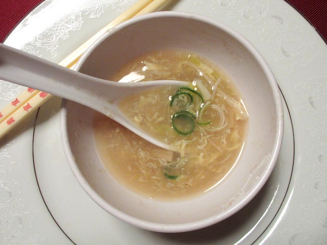 Dried scallop soup with chives and crab meat