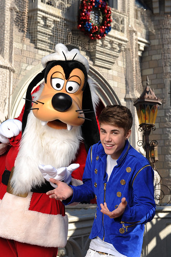 JUSTIB BIEBER TAPES DISNEY PARKS CHRISTMAS DAY PARADE TV SPECIAL