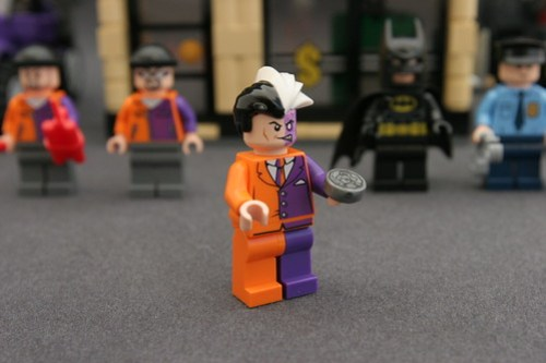 6864 The Batmobile and the Two-Face Chase - Two-Face 1