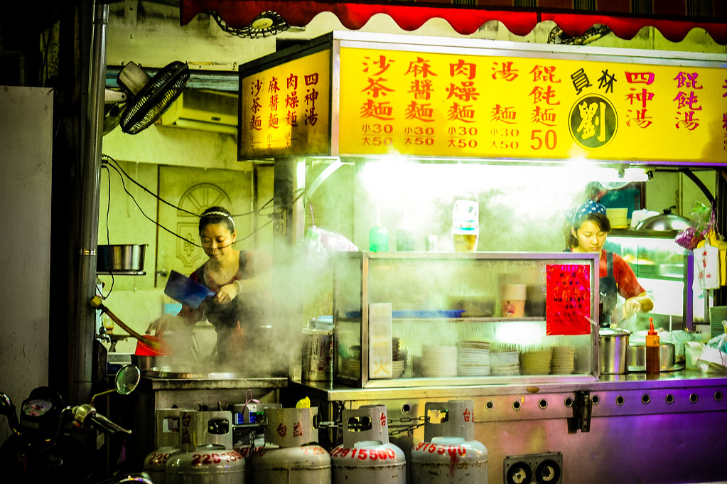 Taichung Night Market | Nikon D700 85mm F4.5 iso3200 1/125