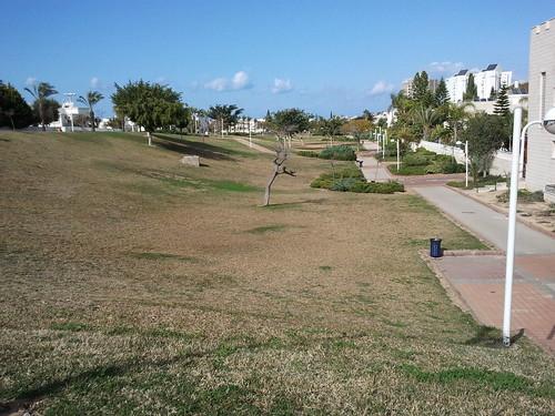 """פארק שומם ברובע ט""""ו באשדוד"""