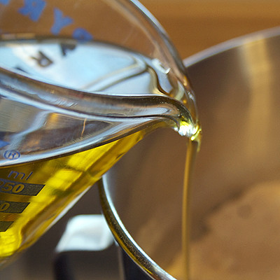 pouring_oil