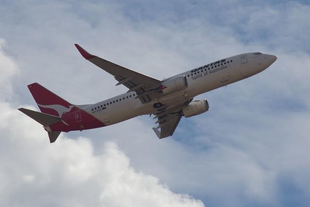 Qantas Boeing 737-838 VH-VYB, 2012-01-29 (_MG_1837)
