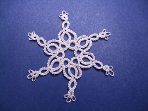 Leen's snowflake with loop tatted tips by Lace Lunatic