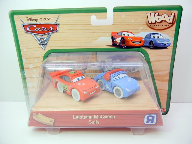 TOYS R US EXCLUSIVE WOODEN DISNEY CARS CHRISTMAS  (1)