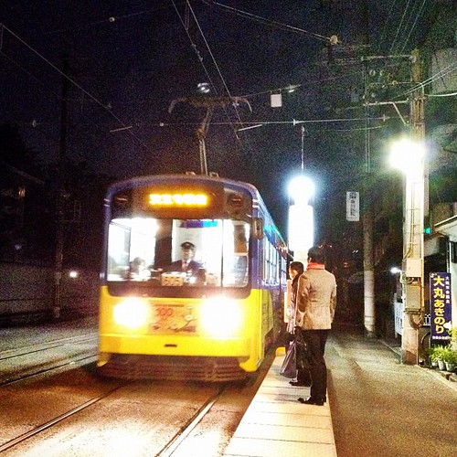 (^o^)ノ < おはよー! 今年初の電車の写真ですよ! 今日が初出、さぁ、笑顔でイッテキマース! #ohayo #iphonography #instagram #iphone4s