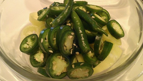 sliceds peppers in bowl