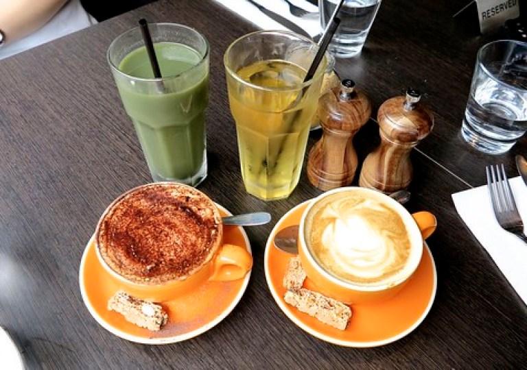 Spirulina Juice + Apple Juice + Cappuccino + Flat White