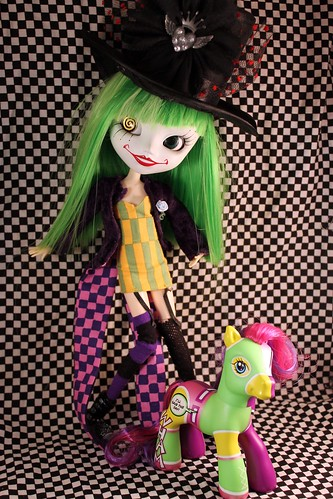 Duela & her little pony friend <3