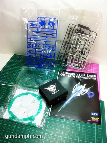 GN Sword 4 IV Full Saber QuanT 1-100 BTF Coversion Kit Unboxing (9)