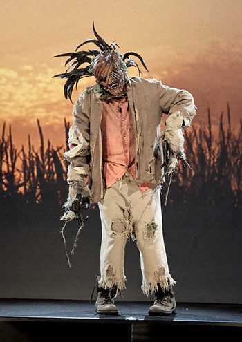 Episode 1 womens scarecrow