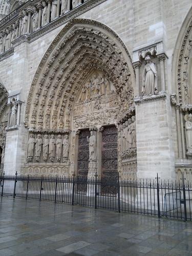 Porta principal da catedral de Notre Dame by jailsonrp