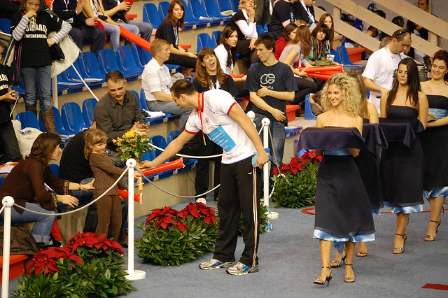 Milorad Čavić handing his bouquet to some girl at Rijeka 2008